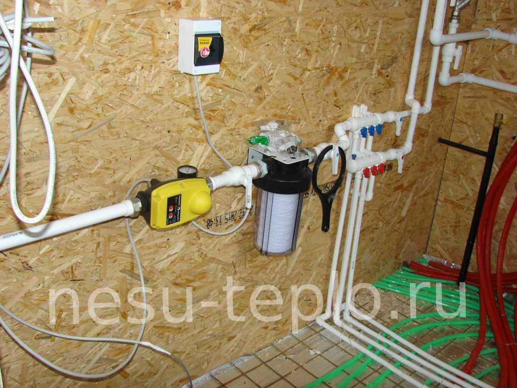 Автоматика для насоса, фильтр, коллектор водоснабжения