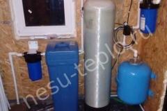 Система с фильтром грубой очистки, самопромывным фильтром и соляным баком