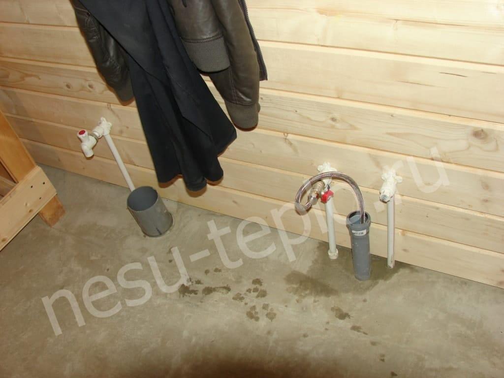 Разводка воды и канализации по загородному дому